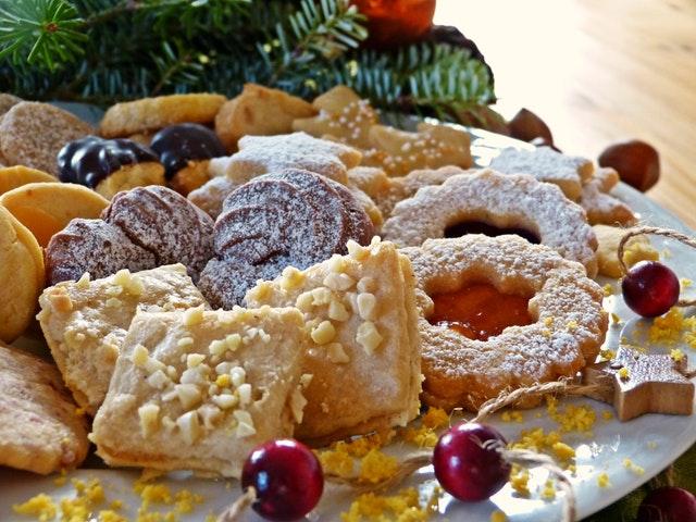 Kerst koekjes met rozijnen